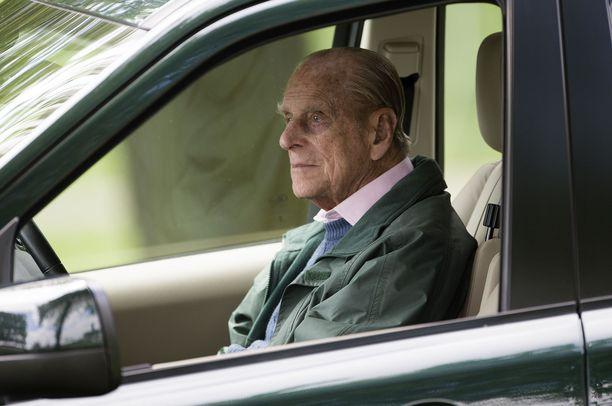 """Prinssi Philip luottaa Land Rover -autoihin, joihin on tehty eräs pieni """"parannus""""."""