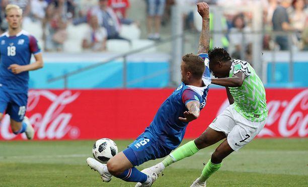 Ahmed Musa ampuu Ragnar Sigurdssonin estelyistä huolimatta Nigerian johtoon.