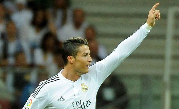 Cristiano Ronaldo takoo maaleja Real Madridin paidassa.