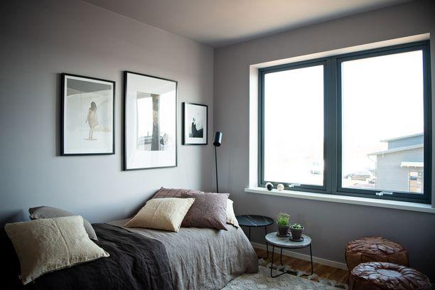 Näin harmoniselta samalla sävyllä maalatut seinät ja katto näyttävät.