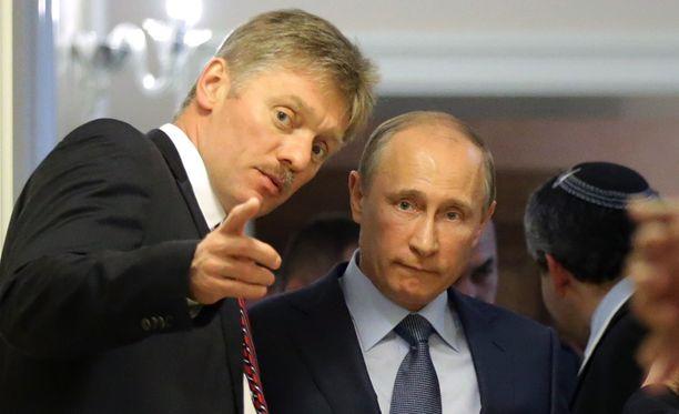 Asiasta kertoi Kremlin tiedotuspäällikkö Dmitri Peskov (vas.).