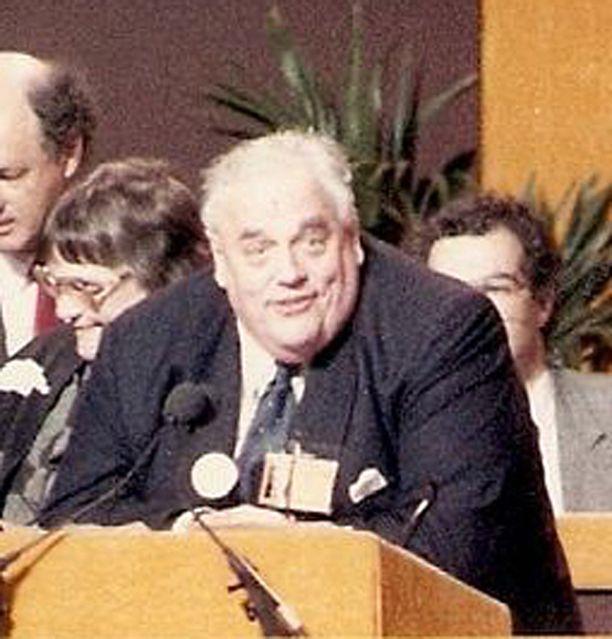 Vuonna 2010 kuolleen Sir Cyril Smithin on todettu syyllistyneen useisiin lasten seksuaalisiin hyväksikäyttöihin.
