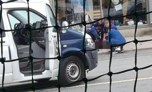 Poliisi kehottaa välttämään liikkumista Turun keskustassa.