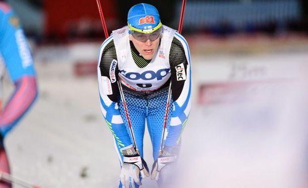 Matias Strandvallilla oli suksen kanssa murheita Rukan sprintissä.