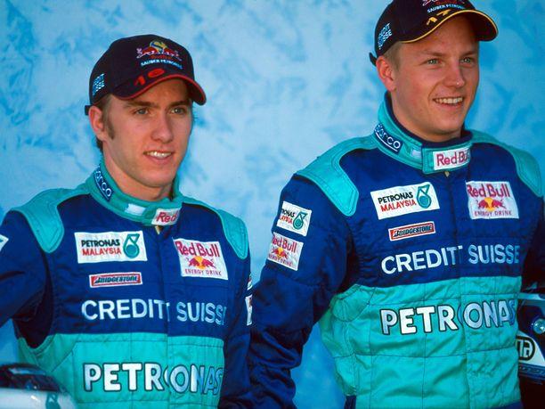 Nuoret kuljettajat Heidfeld ja Räikkönen Sauberin haalareissa keväällä 2001.