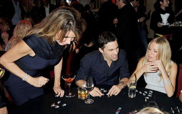 Siennan ja Balthazarin suhdetta hiersi Siennan biletys. Toissailtana neidon pöytäseurueeseen kuuluivat muun muassa näyttelijä Giannina Facio (vas.) ja Kylie Minoguen ex-miesystävä Olivier Martinez.