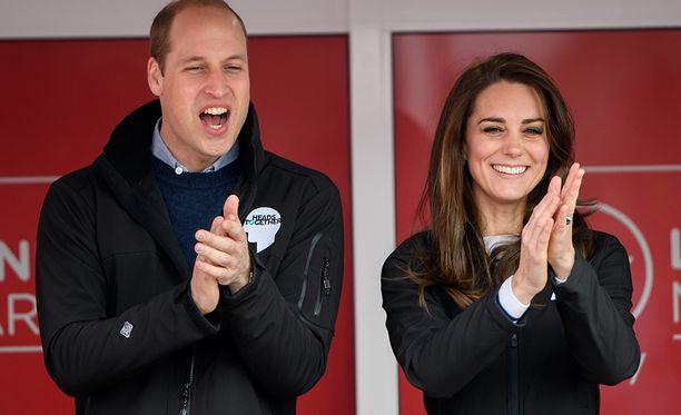 Prinssi William ja herttuatar Catherine seuraamassa Lontoon maratonin starttia huhtikuussa 2017.