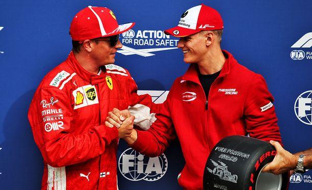 Räikkönen kiitti Schumacheria Pirellin palkinnosta.