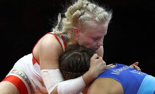 Petra Olli väänsi EM-kultaa 65-kiloisten sarjassa. MM-kisoissa hän painii kolme kiloa kevyempien sarjassa.