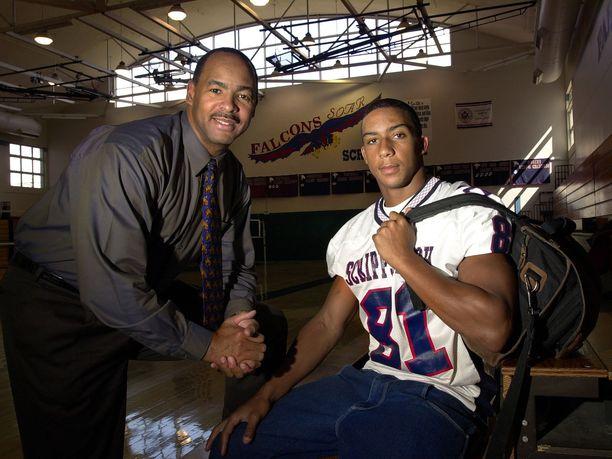 Kellen Winslow II:n isä Kellen Winslow pelasi NFL:ssä vuosina 1979-1987. Vanhempi Winslow on valittu NFL:n kunniagalleriaan.