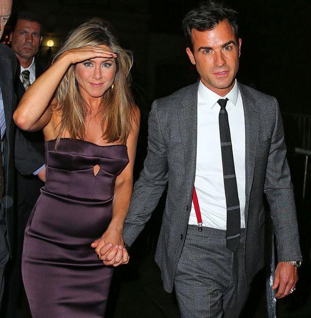 Jennifer Aniston hehkui ensi-illassa rakkaansa rinnalla.