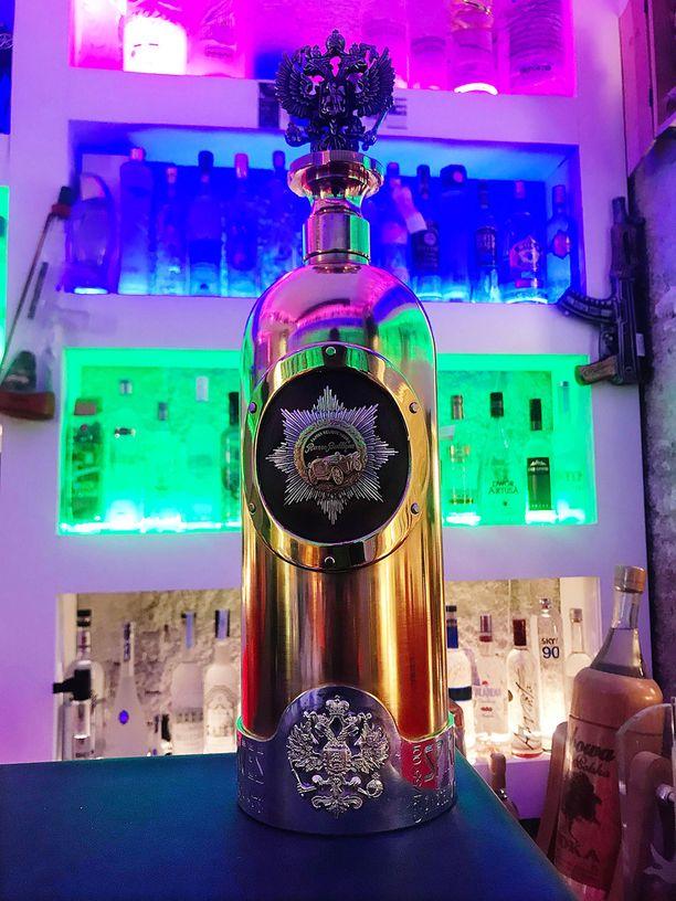 Russo-Baltique -vodkapullo varastettiin Cafe 33:n näyttelystä 2. tammikuuta. Pullo on erittäin arvokas, koska se on tehty kullasta ja koristeltu timanteilla.