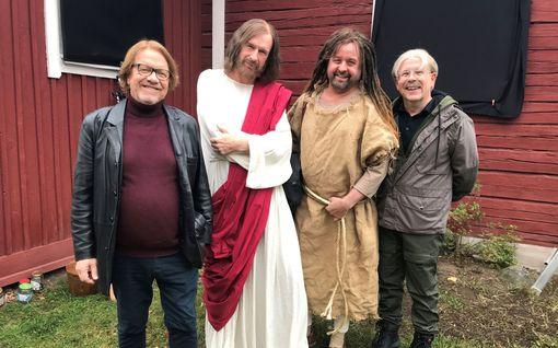 Kummeli-ryhmä tekee elokuvaa – vanhoja sketsihahmoja ei tosin nähdä