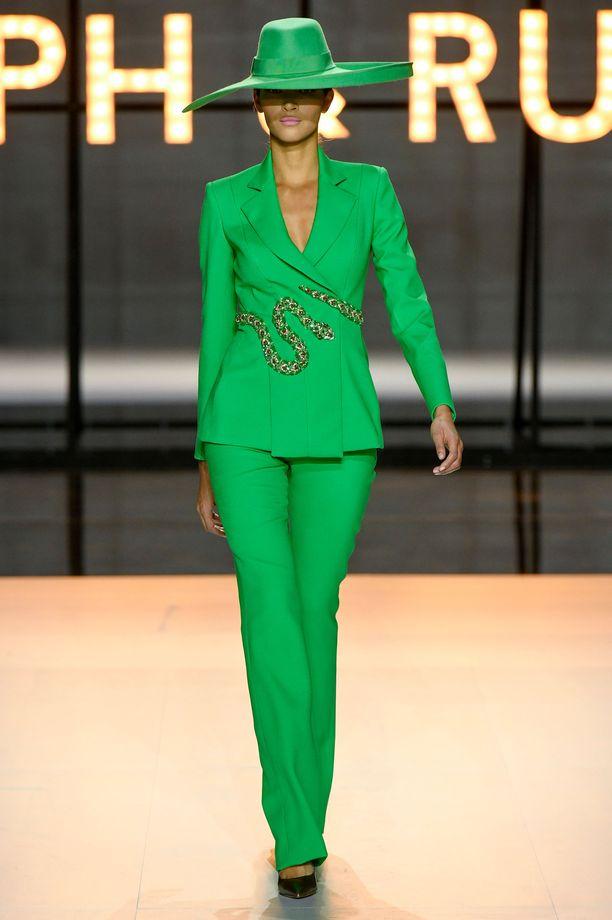 Tältä Ralph & Russon vihreä housupuku näytti muotinäytöksessä.