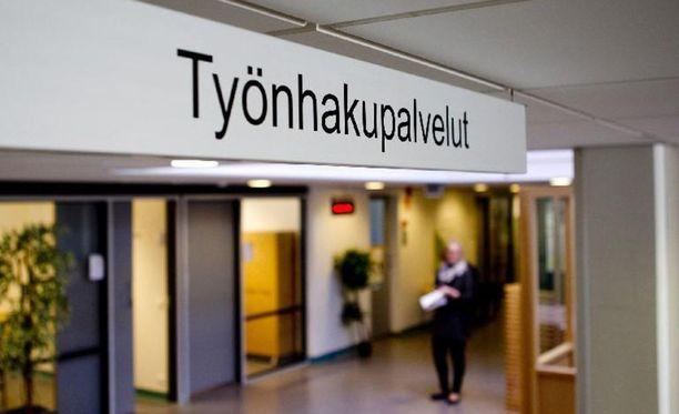 Ruotsissa työtön joutuu tekemään etujen eteen huomattavasti enemmän kuin Suomessa.