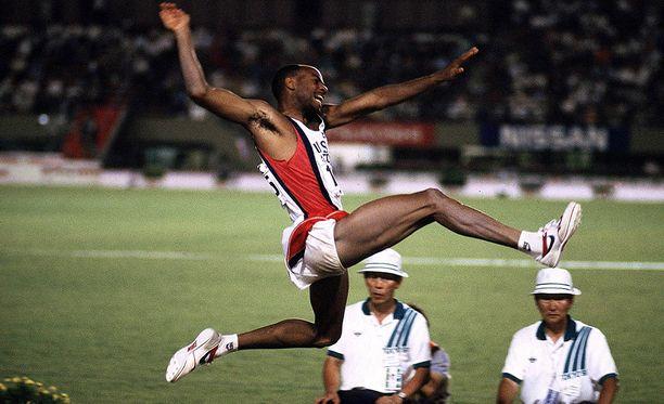 Mike Powell leiskautti Tokion MM-kisoissa 1991 yhä voimassa olevan ME:n 895.