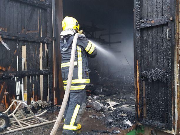 Työntekijöiden omaisuutta tuhoutui tehtaan mukana.