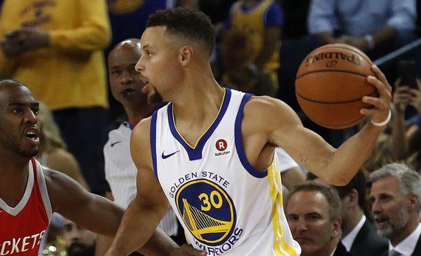 Stephen Curry on NBA:n parhaiten tienaava pelaaja.