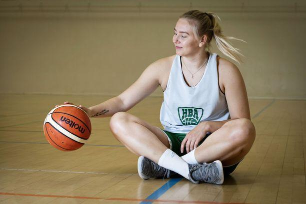 Arike käy lukiota urheilulukiossa Helsingissä ja tähtää jatko-opintoihin Yhdysvaltoihin ja sen jälkeen koripalloammattilaiseksi.