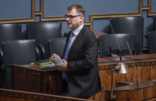 Pääministeri Juha Sipilä (kesk) on sanonut, että hallitus kaatuu, jos sote-uudistus ei mene läpi. Sipilän mukaan hallituksen sisällä on käyty nimilistojakin läpi, jotta on voitu varmistua siitä, että uudistuksen takana on riittävästi hallituspuolueiden kansanedustajia.