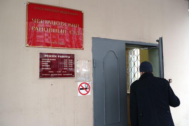 Viktor Sviridov teki itsemurhan moskovalaisessa Tshertanovskin oikeussalissa. Kuvassa sisäänkäynti saliin.