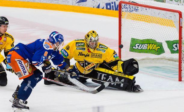 Jukka Peltola oli näkyvä pelaaja kolmannessa finaaliottelussa.