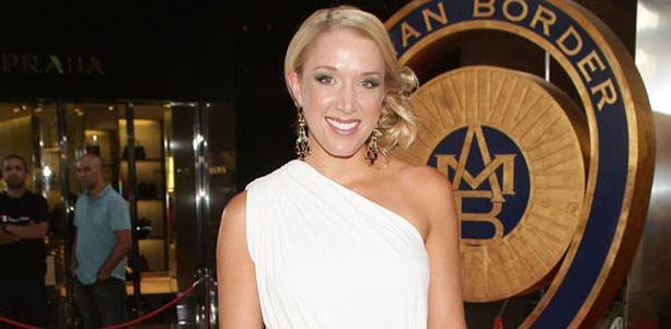 Rianna Ponting on Australian joukkueen kapteenin Ricky Pontingin vaimo. Yliopistotutkinnon hankkinut Rianna keskittyy tekemään hyväntekeväisyyttä syöpäsairaiden lasten hyväksi.