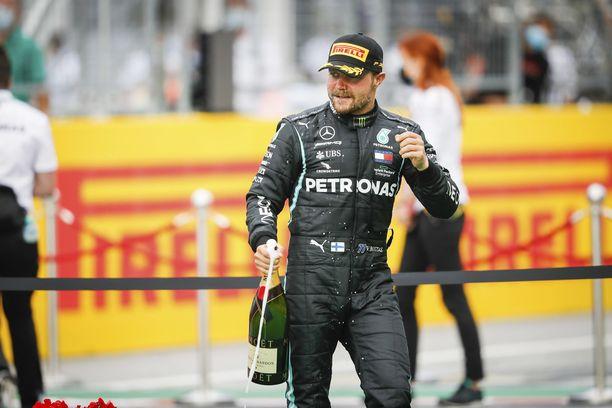 Valtteri Bottas jatkaa ensi kaudella Mercedeksellä.