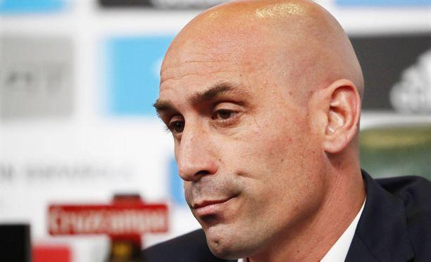 Puheenjohtaja Luis Rubiales joutuu tutkimaan uusia vaihtoehtoja Espanjan päävalmentajaksi.