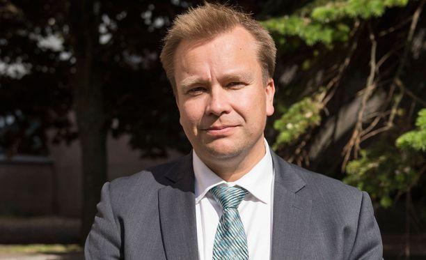 Antti Kaikkonen suunnittelee vievänsä perheensä lapsenmielisiin lomakohteisiin.