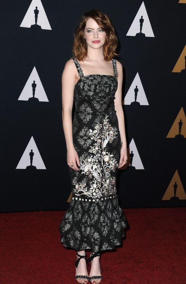 Emma Stone edustaa Erdemin iltapuvussa vuonna 2016.