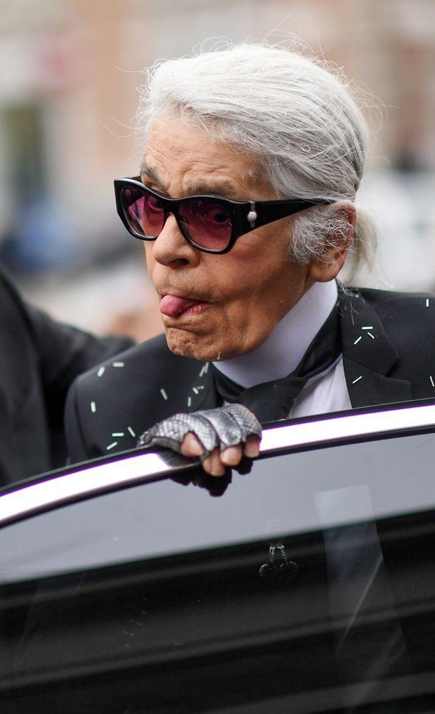 83-vuotias Lagerfeld ei sanojaan säästele.