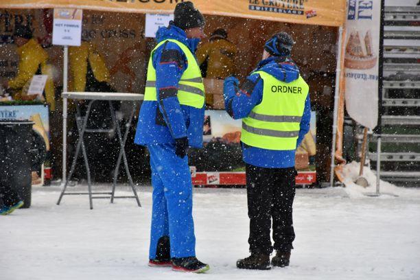 Lumisade alkoi uudelleen puolitoista tuntia ennen naisten kilpailua Tour de Skillä.