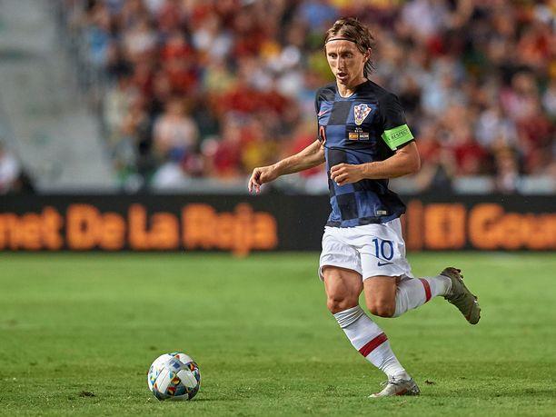 Jos Luka Modric pelastaa vielä Kroatian A-liigastatuksen, tippuu suomalaisten suosikkijoukkue Englanti B-tasolle.