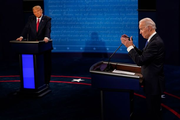 Joe Biden (oik) säilytti malttinsa Donald Trumpin hyökkäysten edessä.
