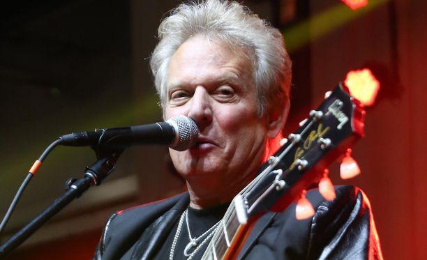 The Eagles ei suvaitse maineellaan rastastavan hotellin toimia. Kuvassa yhtyeen kitaristi Don Felder keikalla keväällä 2016.