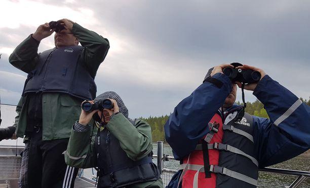 Järviluonto-opas Joonas Hokkanen lupaili turisteille ennen lähtöä norpan näkemisen eikä puhunut tyhjiä.