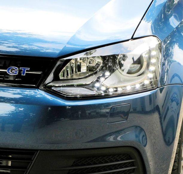 Polo on napakka auto ajaa. Se viihtyy vauhdissa. Taajamanopeuksissa auto on vähän tunnoton. Pienen kulutuksen nimissä ilmanvastusta on hiottu paitsi keulasta myös auton alustasta. Päivävalot ovat ledit.