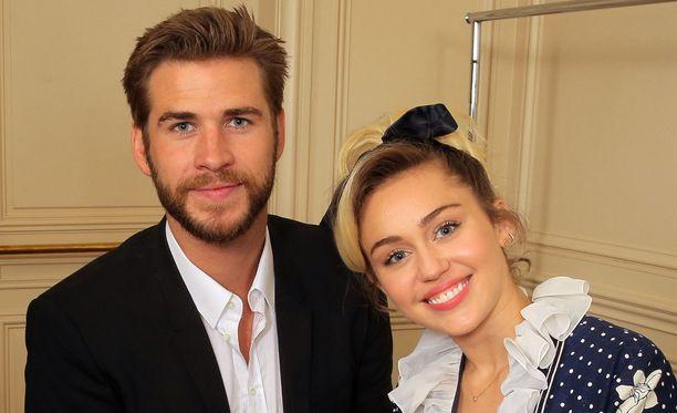 Liam Hemsworthin ja Miley Cyrusin huhutaan astelleen alttarille.