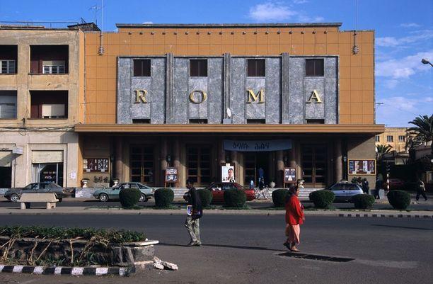 Eritrean pääkaupungissa Asmarassa on paljon Italian siirtomaavalta-ajoilta säilyneitä modernistista arkkitehtuuria edustavia rakennuksia. Ne takasivat kaupungille paikan maailmanperintölistalla.