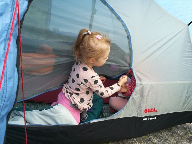 """""""Teltassa nukkumista lasten kanssa ei kannata jännittää"""", Mikael Rautiainen muistuttaa."""