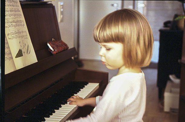 Saara Aalto aloitti pianon soiton jo lapsena.