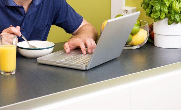 Tutkimuksen mukaan yli kolmannes ranskalaisista hoitaa työasioita joka päivä myös työajan ulkopuolella.