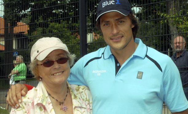 Teemu Selänne menetti Liisa-äitinsä kesäkuun alussa. Kuva on vuodelta 2008.
