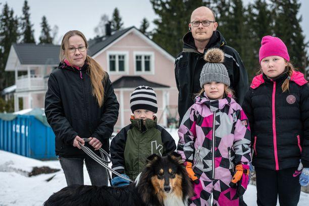Länsiuusimaalaisen perheen talokauppaa puidaan oikeudessa. Taloa on tutkittu mm. toksisuusmittauksilla.