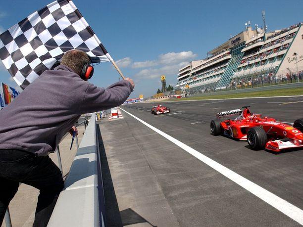 Mugellon rataennätystä pitää halussaan Ruben Barrichello. Kuva Nürburgringilta vuodelta 2002.