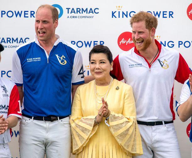 Prinssi William ja prinssi Harry olivat iloisissa tunnelmissa keskiviikkoisessa poolopelissä.