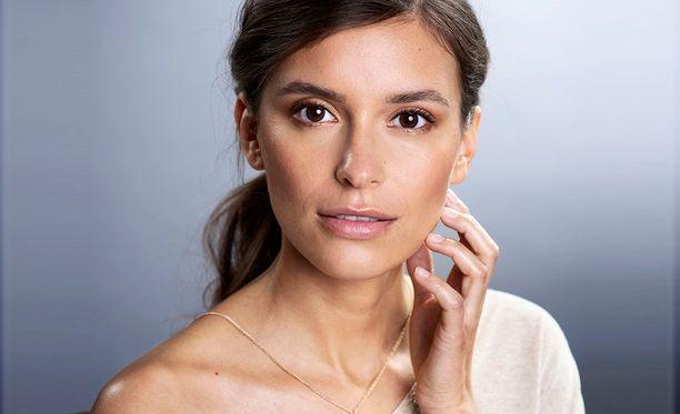 Anna hetki kauneudelle -kampanjan lukijamallina on helsinkiläinen Rebecca Dupka.