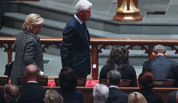 Presidentti Bill Clinton ja ex-ulkoministeri Hillary Clinton.