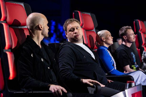 """Samuli arvelee, että serenadin epäonnistuminen on ollut Juha Tapiolle """"eräänlainen kokemus"""". Juha Tapio ei haluaisi muistella asiaa sen enempää."""